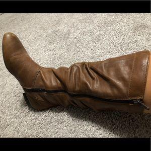 Women's mid calves boot size 6.5